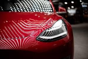 Tesla: kurs akcji zamknął się nad 1200 dol., wyniki sprzedaży w II kw. powyżej oczekiwań