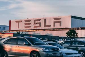 Tesla postanowiła wydobywać cenny surowiec na własną rękę
