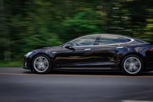 Akcje Tesla Inc. w górę o ponad 8%, spółka Muska wypuszcza obligacje o wartości ponad 780 mln dol.