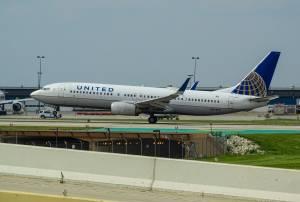 Linie lotnicze w USA zapowiadają zwolnienie połowy pracowników, akcje w dół