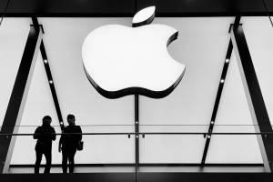 Akcje Apple zyskały prawie 4%, spółki technologiczne na plusie w USA