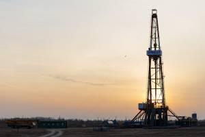 Cena ropy naftowej w dół na zakończenie burzliwego roku