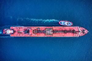 Cena ropy naftowej w górę wspierana sporym spadkiem rezerw surowca w USA