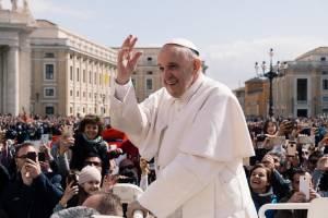 """""""Magiczne teorie"""" wolnego rynku zawiodły w pandemii Covid-19, twierdzi papież Franciszek"""