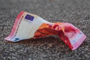 Kurs euro ma spaść według zaskakującej prognozy Danske Bank na 2021 r.