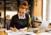 Jak urządzić i wyposażyć stanowisko pracy w domu?