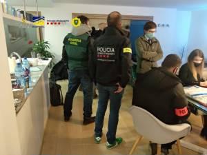 Oszuści działający na rynku Forex i opcji binarnych zatrzymani w Andorze