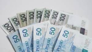 Kurs EUR/PLN i USD/PLN ze spadkowymi prognozami Credit Agricole na kolejny rok