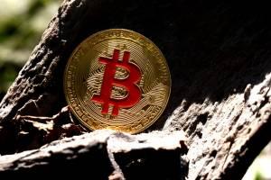 Górnicy BTC z nowym rekordem. Bitcoin w marcu dał im zarobić 1,5 mld dol.