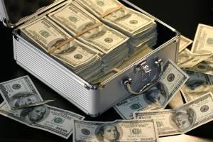 Kontynuacja odreagowania po mocnych spadkach na walutach. Piątkowe kursy: euro 4,579 zł, dolar 3,886 zł