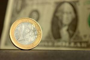 Kurs euro-dolar na 1,15 USD w ciągu 12 miesięcy. Jastrzębi Fed może zaważyć na kursie EUR/USD