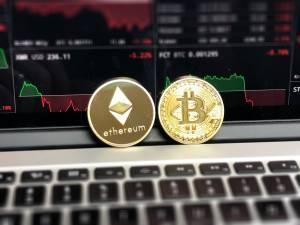 Kapitalizacja Bitcoina ponownie przekroczyła 1 bln USD. Altcoiny zyskują na wartości