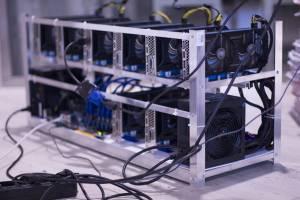Kryptowaluty: Górnicy bitcoina zarobili w sierpniu ponad 1,4 mld dol.