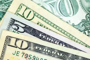 Poniedziałek nie przynosi większej zmienności na kursach walut. Kurs euro: 4,595 zł, kurs dolara: 3,968 zł