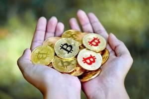 """Inwestujący w bitcoina z coraz większym zyskiem. """"Baza"""" 40 tys. dol. zachęca do kupna BTC"""